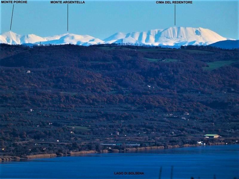 La Cima del Redentore, monte Argentella e monte Porche dalle colline del lago di Bolsena