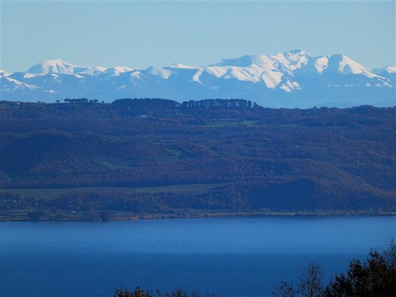 Monte Terminillo e Monte di Cambio dalle colline del lago di Bolsena