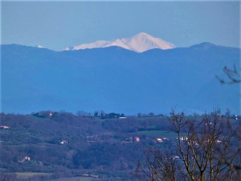 Monte Velino dalle colline del lago di Bolsena