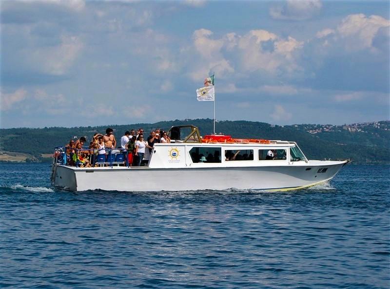 Battello per giro panoramico sul lago di Bolsena