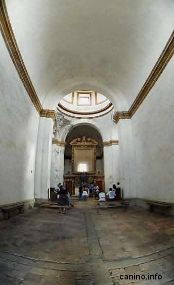 Interno chiesa dell'isola Bisentina