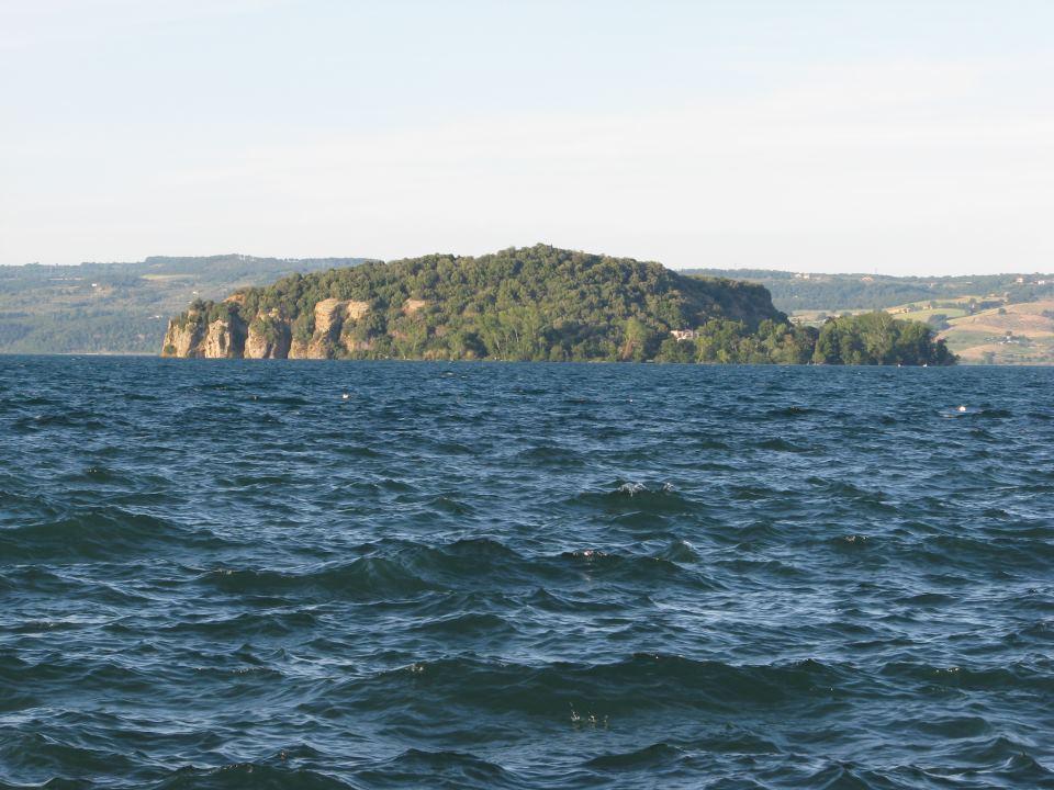 Lago di Bolsena, isola Martana
