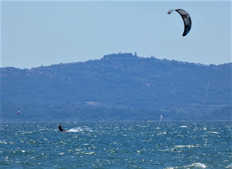 Kitesurf lago di Bolsena