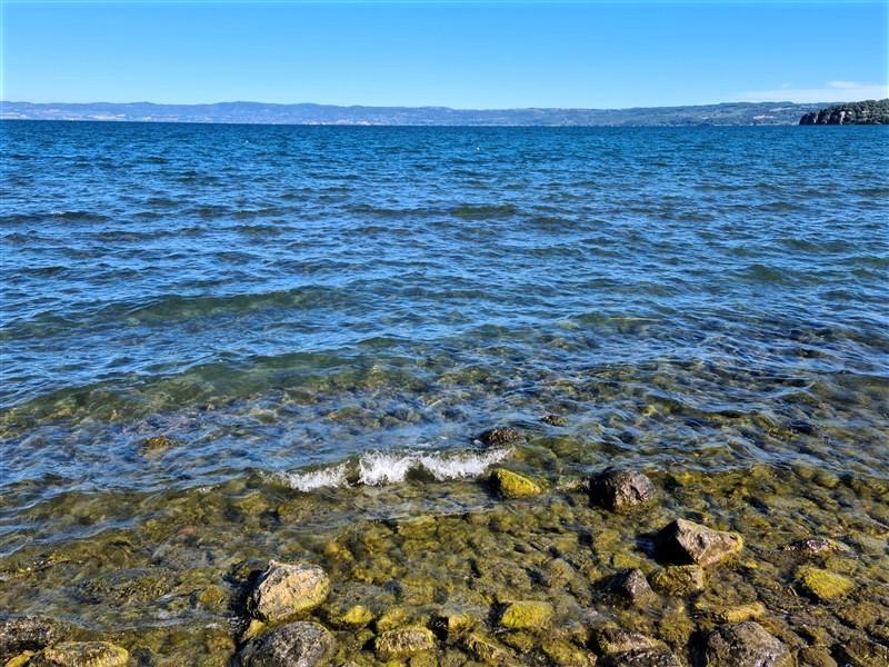 Lungolago di Marta (lago di Bolsena)