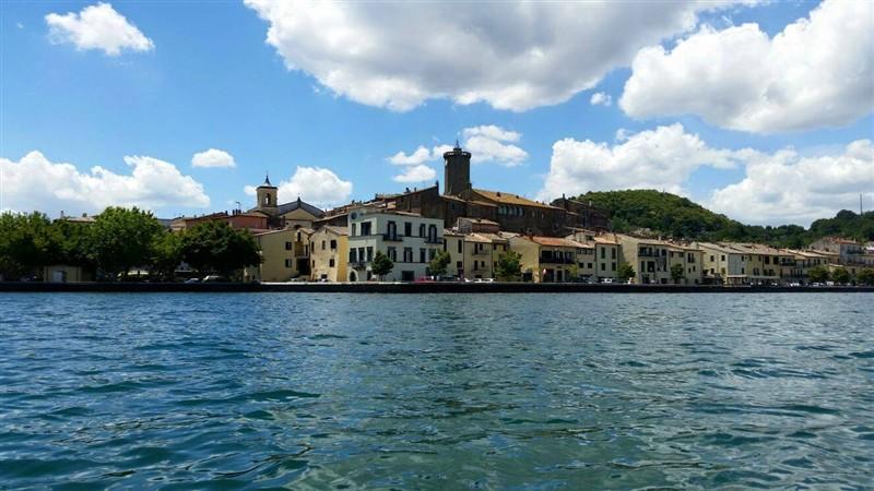 Marta sul lago di Bolsena