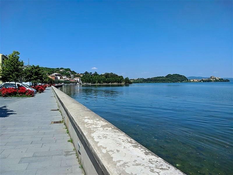 Lungolago di Marta sul lago di Bolsena
