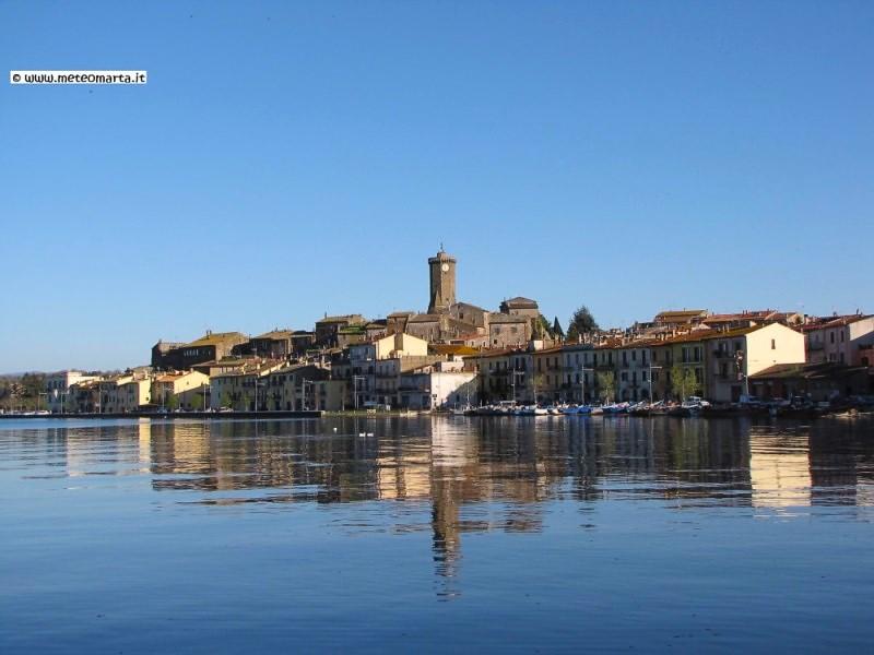 Panorama di Marta sul lago di Bolsena