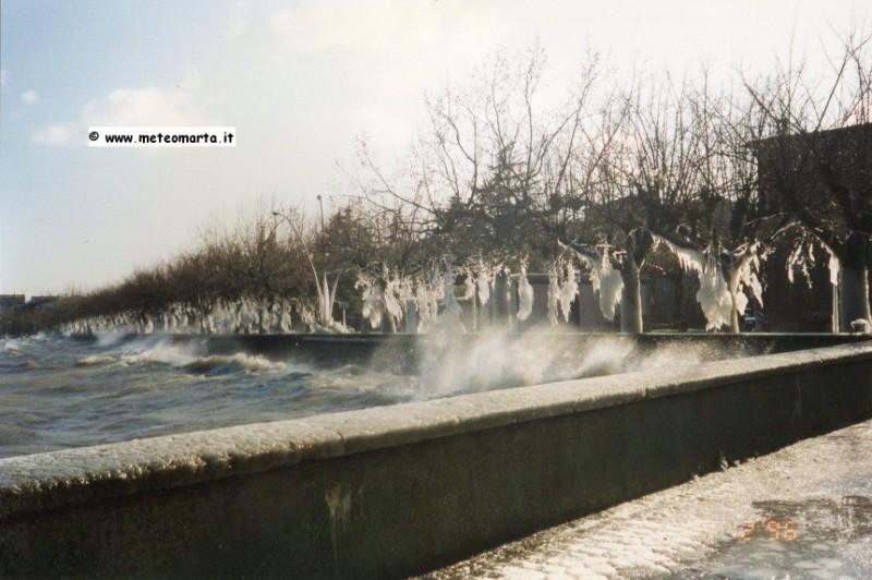 Lagheggiata, ghiaccio sul lago di Bolsena