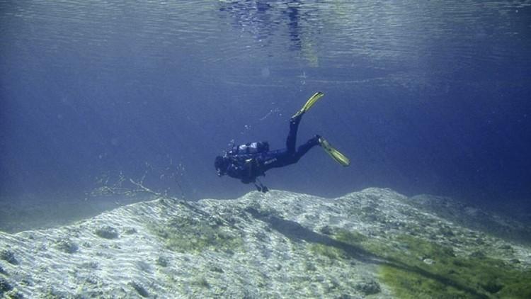 Sub in immersione nel lago di Bolsena