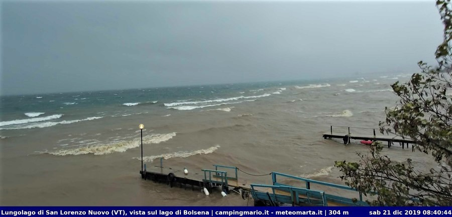 Lago di Bolsena agitato dal vento di libeccio